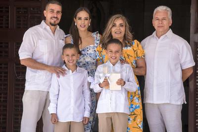 Primera comunión de Emilio Bandrés Arreola.