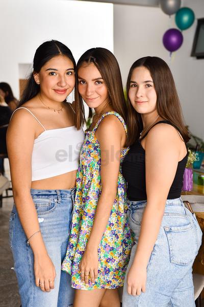 Regina Leal, Mariana Torres y Valeria Ramos.