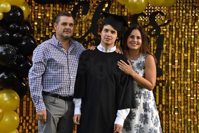 Beto de la Rosa, Beto de la Rosa Jr. y Julia Montoya.