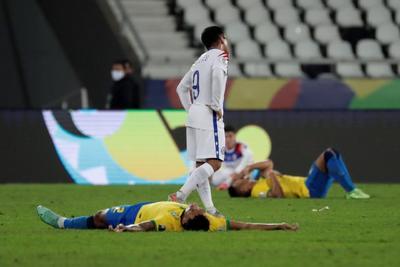 Brasil se impone a Chile y avanza a semifinales de Copa América