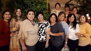 04072021 En amena reunión las amigas Carmen, Glenda, Blanca, Charita. Lupita, Mine, Marthita, Marichuy, y atrás Angelina, Betty y Lolis.