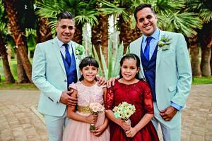 04072021 Los novios con sus hijas Kalen Alejandra y Edith Esquivel Pantoja. Fotografía de Emmanuel Cárdenas.