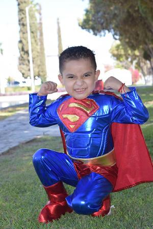 05072021 Said Cervantes Soto es un pequeño Superman.
