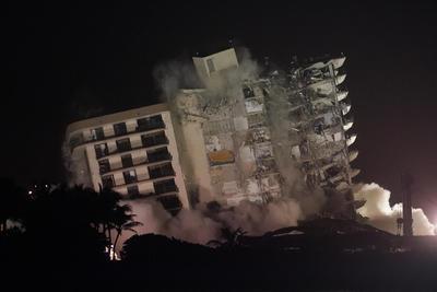 El edificio parcialmente derrumbado en Miami-Dade fue demolido por completo