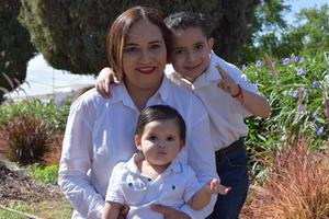 06072021 El niño Said Cervantes Soto con su mamá Janeth Soto Machuca y su hermano Benito Cerbantes Soto.