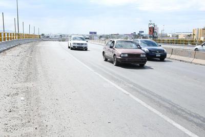 Según cifras del propio Tribunal de Justicia Municipal el propio Periférico de Torreón se sigue afianzando como la rúa con mayor incidencia de percances cada año y al margen de lo que ocurra en el propio Sistema Vial Revolución, solamente en mayo pasado se tuvieron 41 accidentes viales en diversas vialidades de la ciudad, de los cuales 18 corresponden solamente al periférico