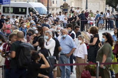 Italia se despide de su gran diva, Raffaella Carrà, con unas exequias de tres días