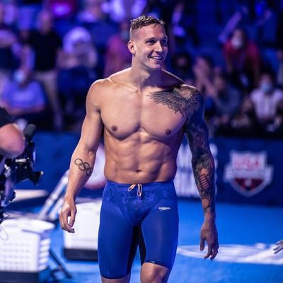 Sin embargo, el equipo de Estados Unidos ve en Caeleb Dressel un atleta que puede completar el enorme vacío que deja Phelps, ya que consiguió seis títulos mundiales durante el año 2019, y batió récords en piscina corta en 2020.