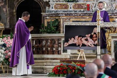 Así, el cadáver de la artista será incinerado y después llevado al monasterio de San Giovanni Rotondo, una