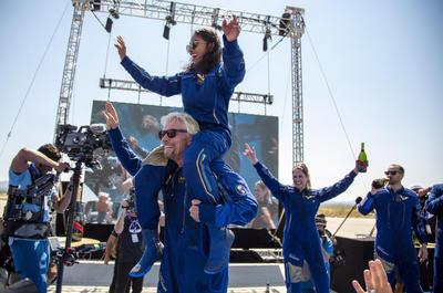 Richard Branson vuelve a la Tierra tras alcanzar el espacio a bordo del VSS Unity