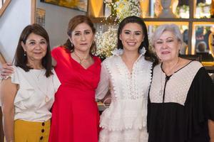 10072021 La novia con las tías y la mamá del novio, Cristina Oviedo, Ángeles Oviedo, Deniz Hernández y Blanca Oviedo.