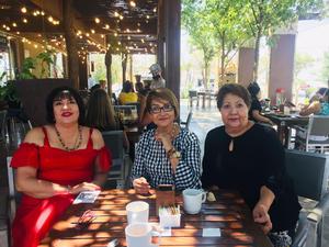 11072021 Lucy, Mayela y Rosy en reciente desayuno.