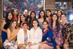10072021 La novia con sus amigas.