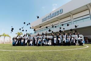 14072021 DESPIDEN.  Alumnado del colegio Británico celebra su graduación de secundaria.