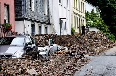 Además, el Instituto Real de Meteorología de Bélgica ha puesto en código rojo a Lieja, ciudad fuertemente perturbada por la crecida del río Mosa.