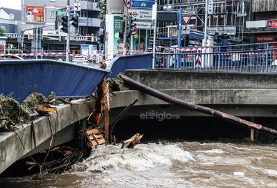 Laschet visitó Altena, donde murió un bombero, y Hagen, una ciudad cuyas calles se han visto inundadas. La situación es asimismo dramática en Colonia, donde se han confirmado ya veinte muertos.