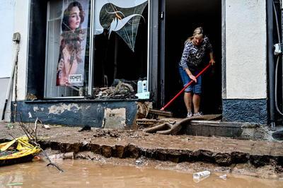 'Estamos luchando por salvar a gente. Los daños en los municipios son inmensos. Hay muertos, hay desaparecidos y hay gente que todavía está en peligro', agregó.