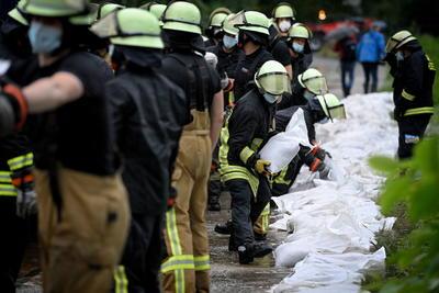 El suceso más grave de estas características en España en los últimos 25 años se produjo en el camping 'Virgen de las Nieves', cerca de la localidad pirenaica de Biescas, en el norte del país, donde el 7 de agosto de 1996 ochenta y siete personas murieron sepultadas por una riada de agua, piedras y lodo tras una tormenta. Un año después, Badajoz (oeste) fue escenario de unas inundaciones que dejaron 24 muertos.