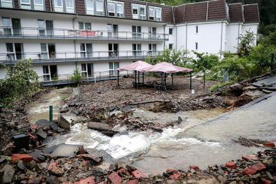 Rumanía sumo 21 muertos en junio de 1998 en unas inundaciones que afectaron especialmente a las regiones de Transilvania y Moldavia. En julio de 2005 otras 29 personas perdieron la vida tras un temporal de lluvias torrenciales en Rumanía y otras cinco en Bulgaria.