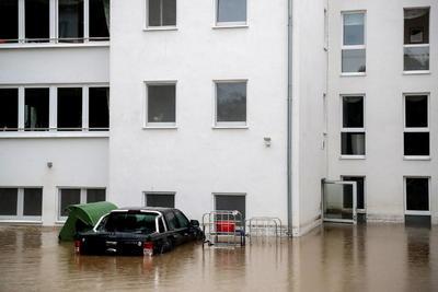 En Francia murieron 34 personas en noviembre de 1999 en unas inundaciones que afectaron especialmente al departamento de Aude. En septiembre de 2002 fallecieron 24 personas tras las inundaciones registradas en el sureste del país, especialmente en Hérault y Vaucluse y en el departamento de Gard, con 22 muertos, donde las aguas invadieron Aramont al ceder un dique.