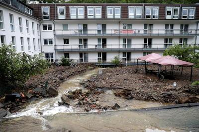 También en Rumanía, durante el verano 2005, más de 80 personas murieron en inundaciones causadas por dos temporales, el primero en agosto, que dejó 32 fallecidos solo en el distrito de Harghita, y el segundo en septiembre.