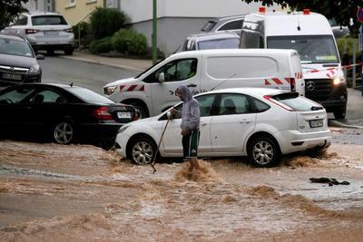 A finales de diciembre de 1999 un temporal de lluvias y vientos huracanados dejó al menos 123 personas muertas en varios países europeos, entre ellos Alemania. Francia contabilizó 88 fallecidos; Alemania, diecisiete; Suiza, doce; el Reino Unido, ocho; e Italia, cuatro.