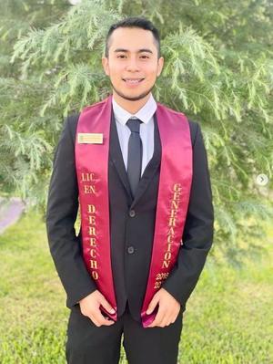 16072021 Osiel Blanquet se graduó en Saltillo de la carrera de Derecho.