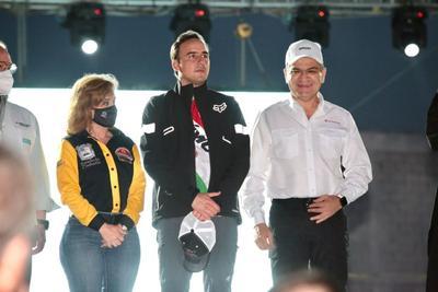 Consideró su llegada a la terminación de la primera fase del recorrido, en Parras de la Fuente, entre las cinco y seis de la tarde, mientras que los participantes en el Rally arribarán entre las 14:00 y las 15:00 horas, citó.