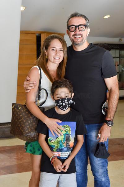 Luisa Viesca, Rodrigo Méndez y Valentino Méndez