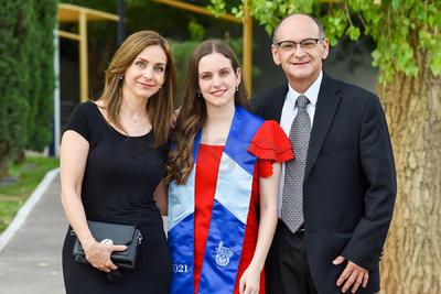 Mónica, Fernanda y Armando.