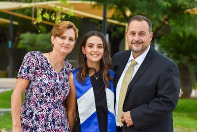 Graciela Alba, Ana Paula Garza y Javier Garza.