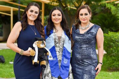 Elizabeth, Daniela y Laura Arrenquin.