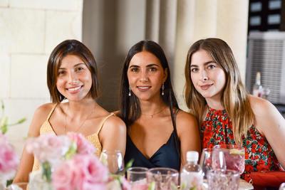 Mary Tere, Natalia y Brenda.