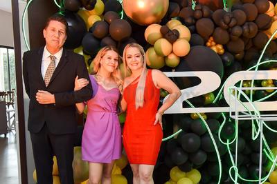 Manuela con sus papás, Ángel y Claudia