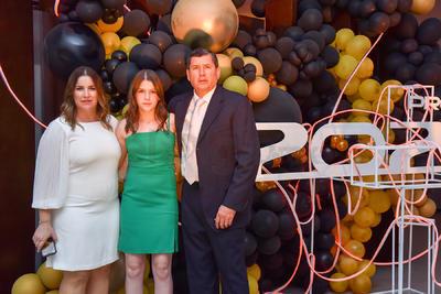 Regina, Alejandra y Carlos.