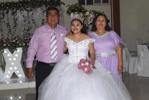 18072021 La festejada con sus abuelos, el sr. Teodoro Chavarría Ramírez y la sra. Esther Arreola Zarate.