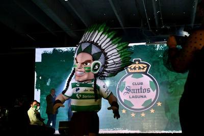 Santos Laguna modela su nueva armadura para la temporada 2021-2022