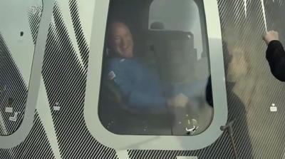 En ese punto, Branson y los otros cinco ocupantes del plateado avión VSS Unity experimentaron también la ingravidez, por casi unos cuatro minutos, y pudieron observar la curvatura de la Tierra.