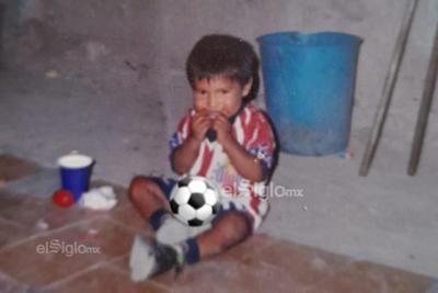 Padres de Eduardo 'Mudo' Aguirre rememoran su carrera como futbolista