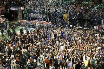 Bucks de Milwaukee se coronan en la NBA por primera vez en 50 años