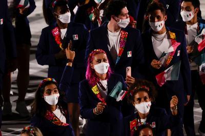 Desfila la delegación mexicana en los Juegos Olímpicos de Tokio 2020