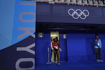 Simone Biles queda fuera en final de equipos por posible lesión en Tokio 2020