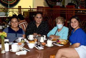 27072021 Cristina Sánchez, Karime Sánchez, Senaida Aguilar y Regina Sánchez.