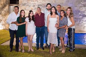 30072021 Arturo Castañeda  y Marifer Chincoya acompañados de sus familias.