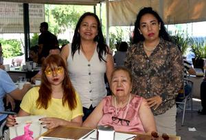 30072021 Martha Rojas, Ana Lucía Rojas, Juana María Cruz de Rojas y Victoria Chávez.