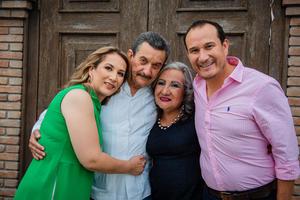 31072021 Celebran cumpleaños de Claudio Córdova López, acompañado de su esposa Rosalinda Aparicio de Córdova y sus hijos Karla Córdiva de Tafoya y Nabuco Córdova Aparicio.