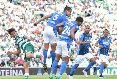 Con gol de Diego Valdés, Santos Laguna rescata el empate ante Cruz Azul