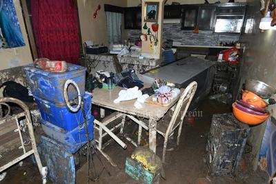 Se daña patrimonio. Decenas de casas de las colonias Morelos, Polvorera y José R. Mijares quedaron muy dañadas al paso del agua que desbordó el arroyo que recorre alrededor de 2 kilómetros y varias colonias.