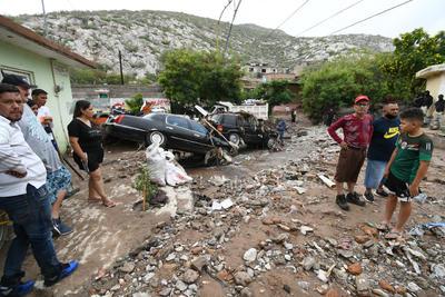 Desolación. Angustia y tristeza dejó entre los vecinos de la avenida México el paso del agua por el arroyo y que se desbordó arrastrando todo a su paso, tal como se observa en la imagen.