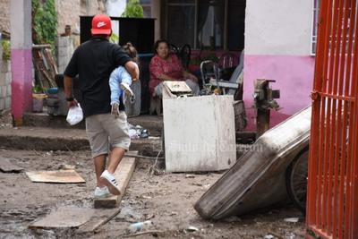 Para las 10:40 horas salieron las últimas camionetas cargadas con desechos del canal y de las calles cercanas, en adelante se puso en marcha un operativo especial en términos sanitarios a cargo de la Secretaría de Salud de Coahuila, especialmente para evitar contagios del COVID-19 y realizar acciones encaminadas a evitar la proliferación del dengue.